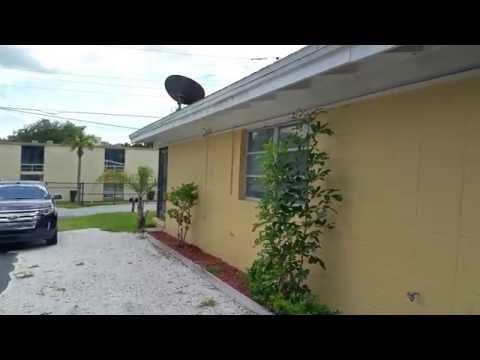 FRONT: 2 Bedroom / 1 Bath Duplex Unit in Sarasota, Carport, Storage, Washer & Dryer