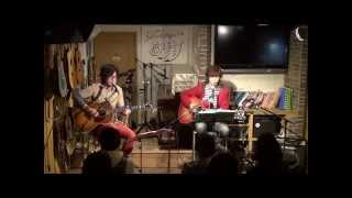 15年2月8日(日)広島市南区、フォーク喫茶「置時計」にて♪ 白いギターと...