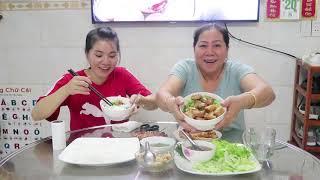 HTB 237 ll 2 MẸ CON ĂN BÚN THỊT NƯỚNG - MẸ CHỒNG NÀNG DÂU :) món ngon mỗi ngày