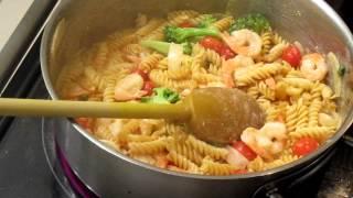 Shrimp, Pasta, Broccoli, Tomato In Wine & Cream.mov