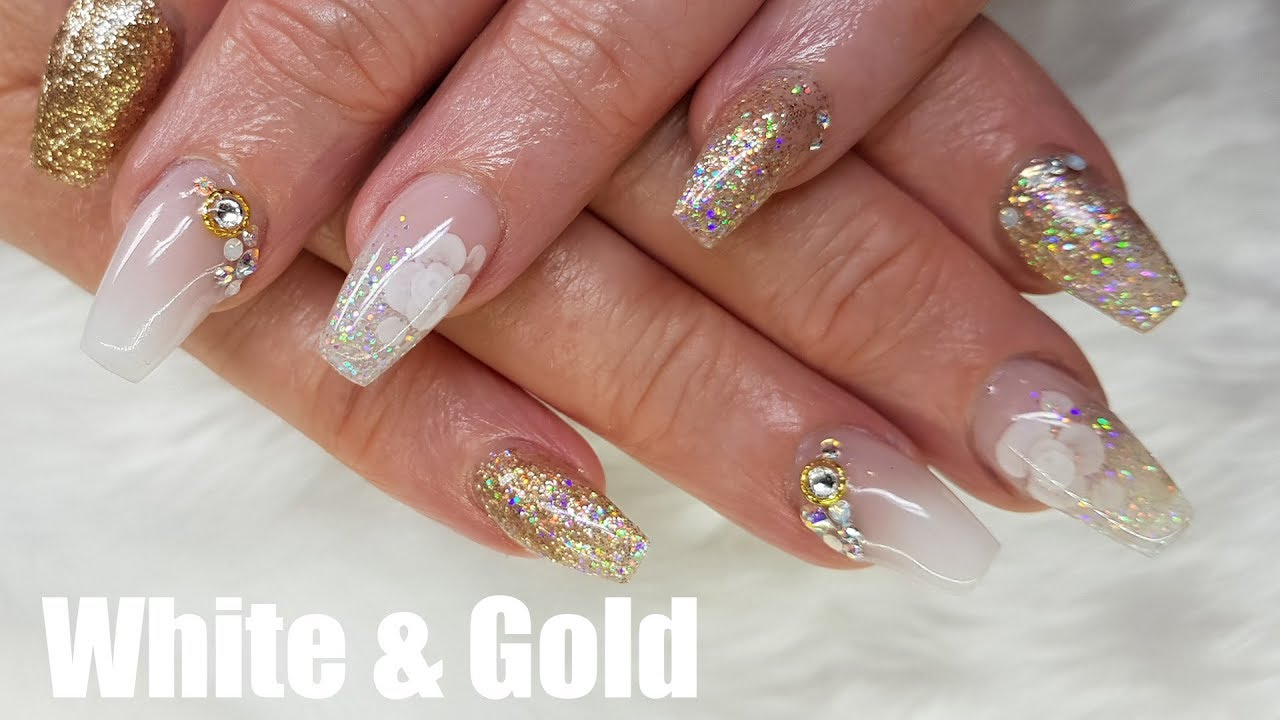 WHITE AND GOLD ACRYLIC NAILS DESIGN - YouTube