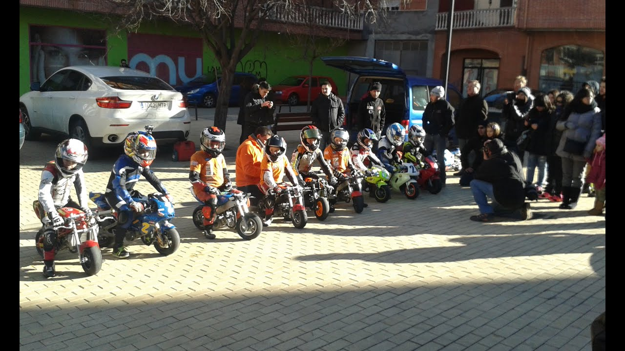 Circuito La Bañeza : Carrera minimotos niños la bañeza circuito urbano youtube