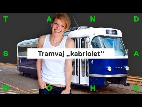 Nová tramvaj pro Prahu. Je modrá, má skleněnou střechu a bar s pivem (Tatra T3 Coupé)