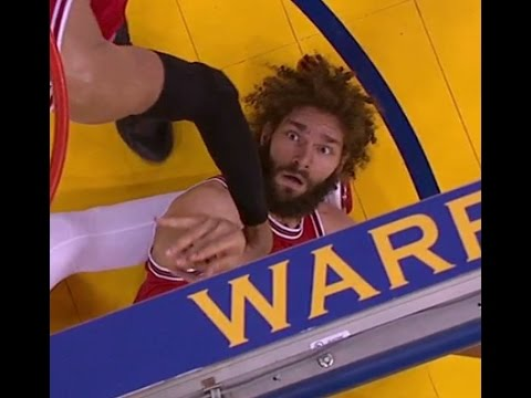 Robin Lopez tries to con the referee