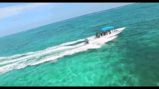 Drone chasing speed boats in Belize