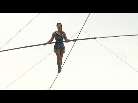 شاهد: فتاة تمشي على حبل معلق في منطقة مونمارتر التاريخية…  - نشر قبل 3 ساعة