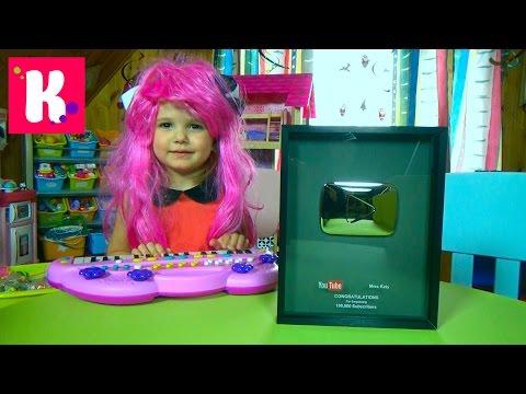 Посылка с кнопкой YouTube 100 000 подписчиков показываем все игрушки Play room  toor with toys