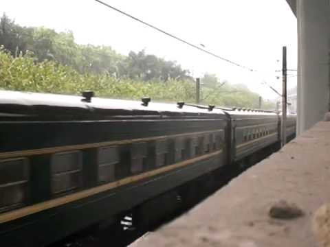 {CNR} DF4B 2170 haul the travel passenger train towards Pingdingshan Station