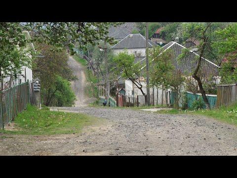 У селі Воловиця люди понад 30 років очікують ремонт дороги