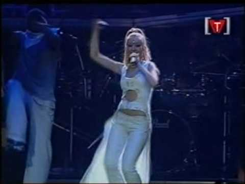 Christina Aguilera - Genie In A Bottle (Vancouver 07-19-00)