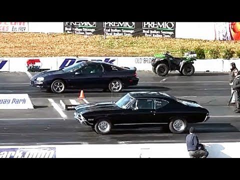 DRAG RACING: AMERICAN MUSCLE CARS AT RACEWAY PARK NJ USA