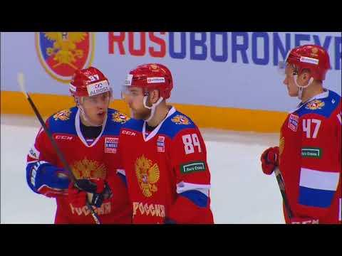 Микрофон на защитнике сборной России Никите Нестерове