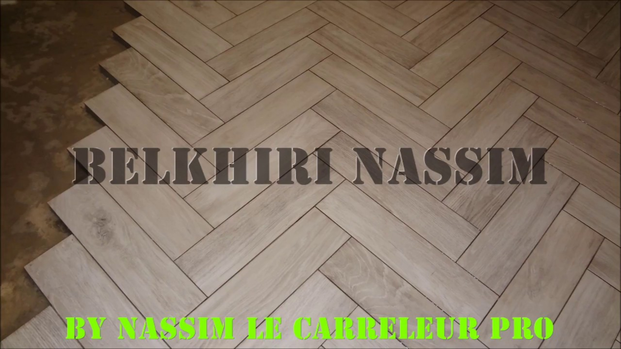 Pose carrelage imitation parquet bois youtube for Carrelage parquet