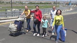 Пешком в аэропорт: российским туристам помешала революция в Армении