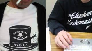 鈴木工務店(左)は、ドクロTシャツ。 西の西やん(右)は、エレカシパ...