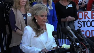2017-11-18-01-51.Wife-of-Moore-Defiant-GOP-Spars-Over-Candidacy
