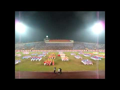 Màn đồng diễn khai mạc ĐH TDTT Nam Định của 900 hs trường Trần 14 10 13 !!!