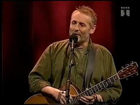 Download lagu terbaru Niels Hausgaard - Foran kører en stor idiot mp4, download lagu gratis