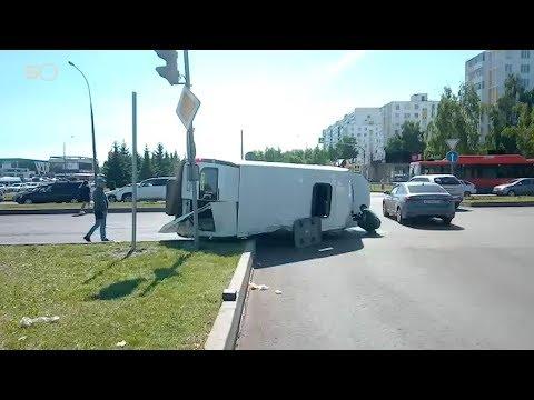 В Челнах возле остановки ДК «КАМАЗ» перевернулся пассажирский автобус