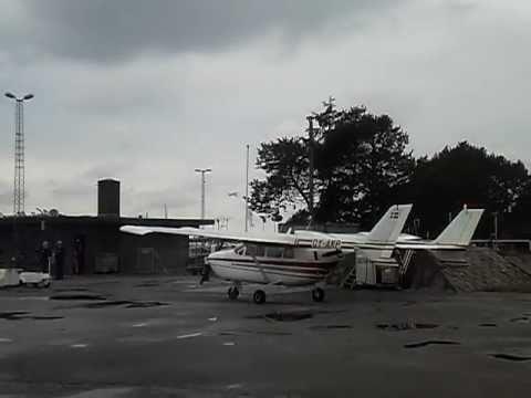 Cessna 337D Super Skymaster OY-AKP i Stauning 11 Juni 2011.