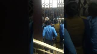 Fight b/w police and public at Titagarh SBI during note exchange