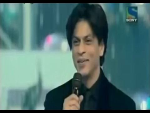 Shah Rukh Khan wins FilmFare 2008 Best Actor Award for Chak De