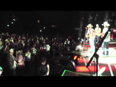 Tracy Lawrence - Paint Me A Birmingham (Live with Luke Bryan & Jason Aldean)