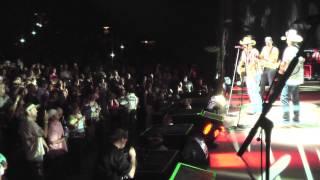 Tracy Lawrence - Paint Me A Birmingham (Live with Luke Bryan & Jason Aldean)