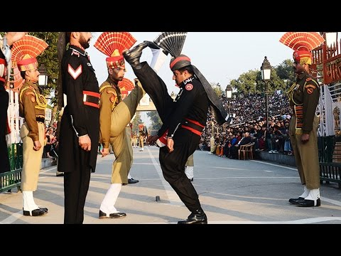 ROARING Pak Rangers Scare Indian BSF at Wagah on Pakistan Day