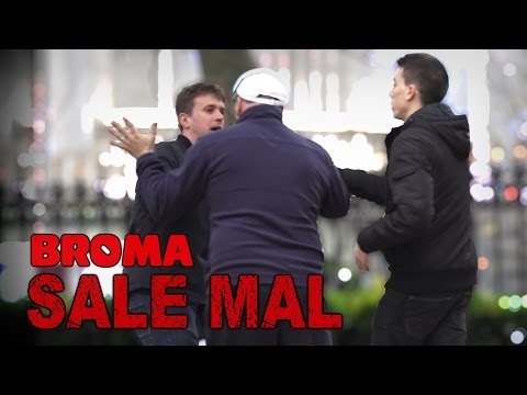 DE RODILLAS O LLAMO A LA POLICIA - BROMA SALE MAL