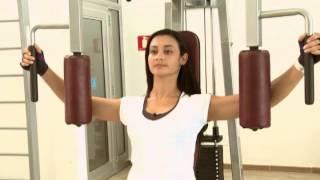 aprenda uma série de exercícios na academia vida saúde