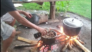 Paklay at Kalderetang Kambing at Paghahanda Ng Baboy Para Lechon