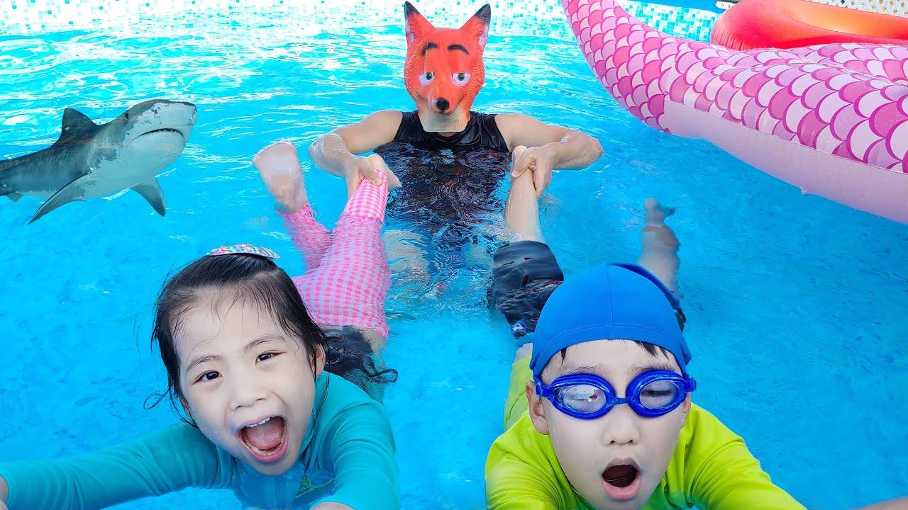 추울때는 시원한 수영장 영상?!! 서은이의 여우네 튜브가게 Fox's Swimming Tube Store