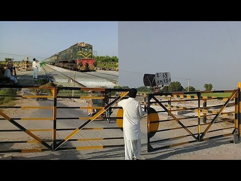 Gatekeeper Performing His Duties|Crossing Shalimar Express 28DN Lead By HGMU-30 8222