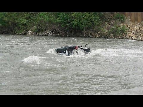Переправляясь через реку на УАЗике, в Сочи утонули двое мужчин