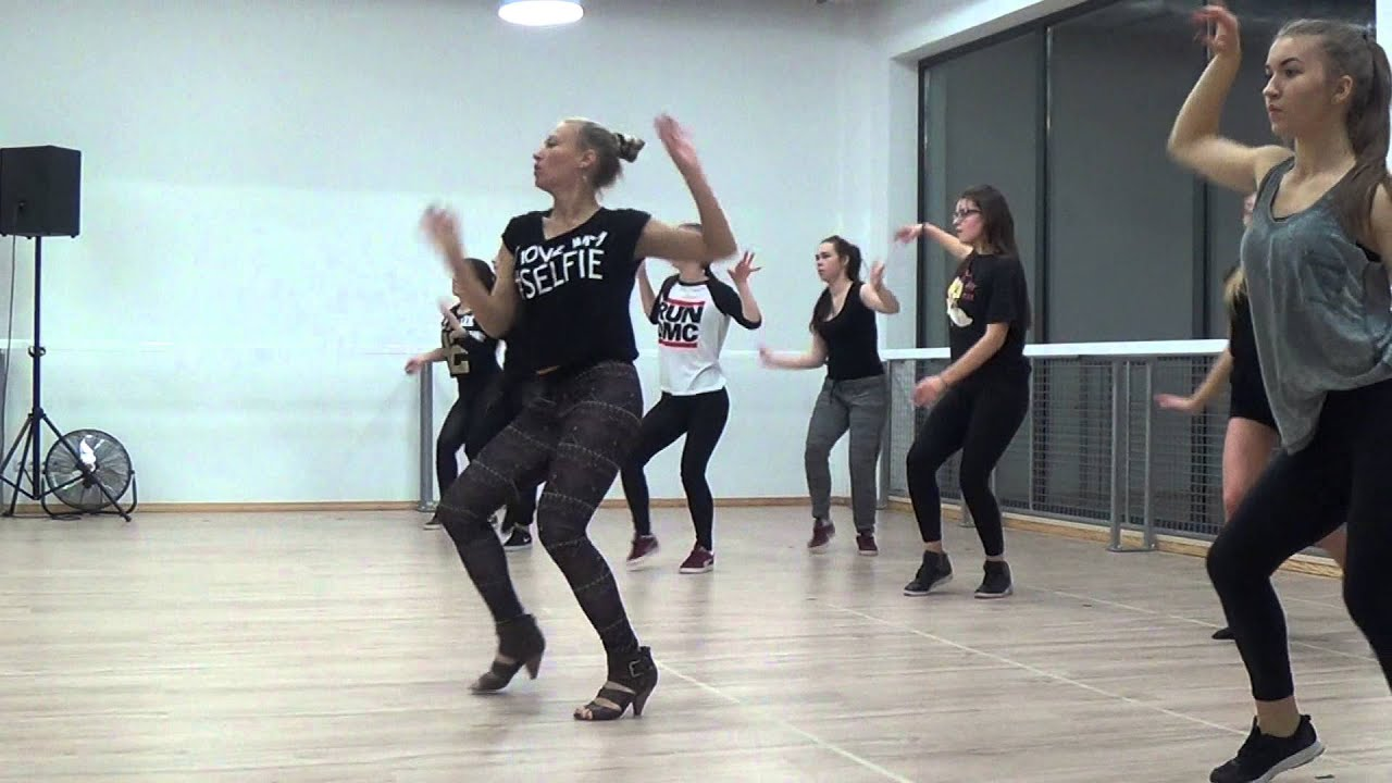 OPEN DANCE CLASSES IN POLAND | WAACKING & VOGUE BY EVITA | DANCEOFFNIA - YouTube