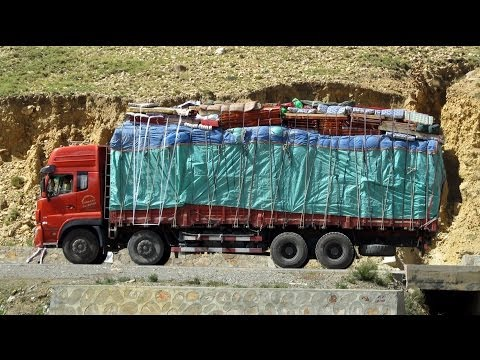Amazing Trucks on extreme roads in China, Himalayas