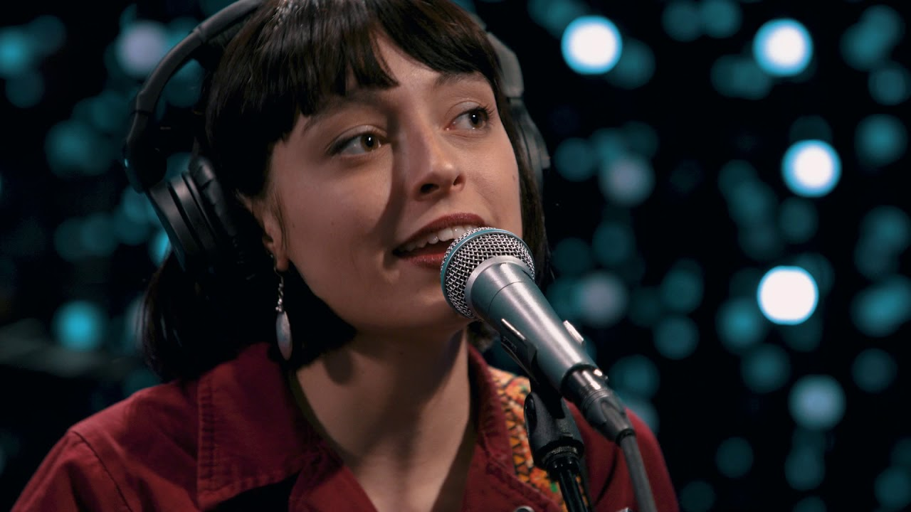 Stella Donnelly - Beware Of The Dogs (Live on KEXP)