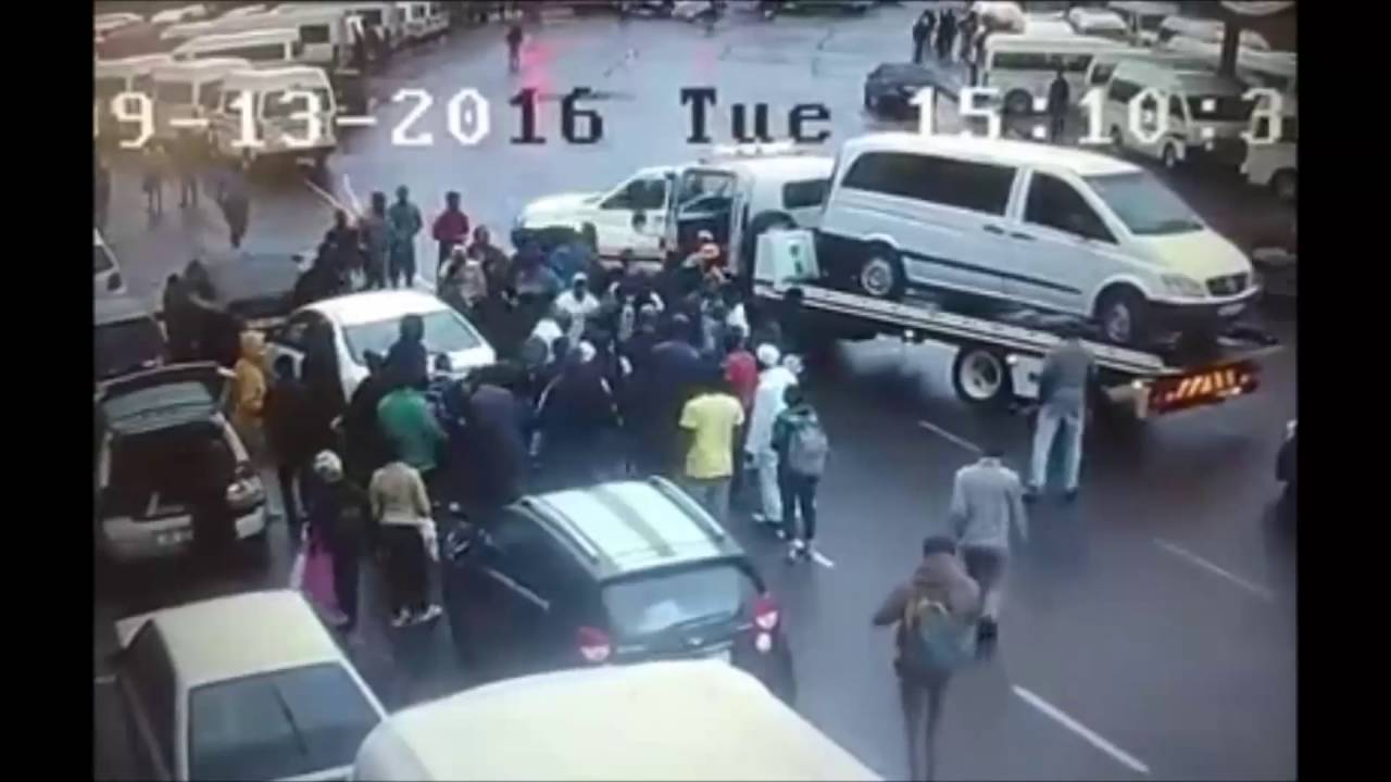 Mob beats up would be hijacker in Durban - South Africa