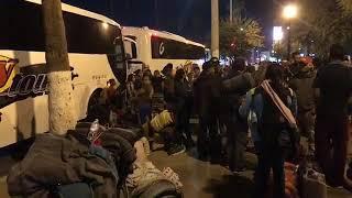 Dejan varados a decenas de migrantes en mexicali, con viaje pagado, los dejaron fuera del autobus thumbnail