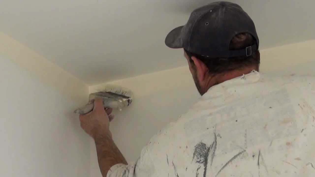 the real trick on how to paint a straight ceiling line using a 4