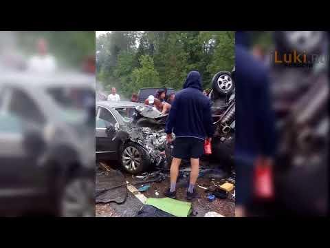 В страшной аварии на трассе М-9 в Тверской области погибли две жительницы Великих Лук