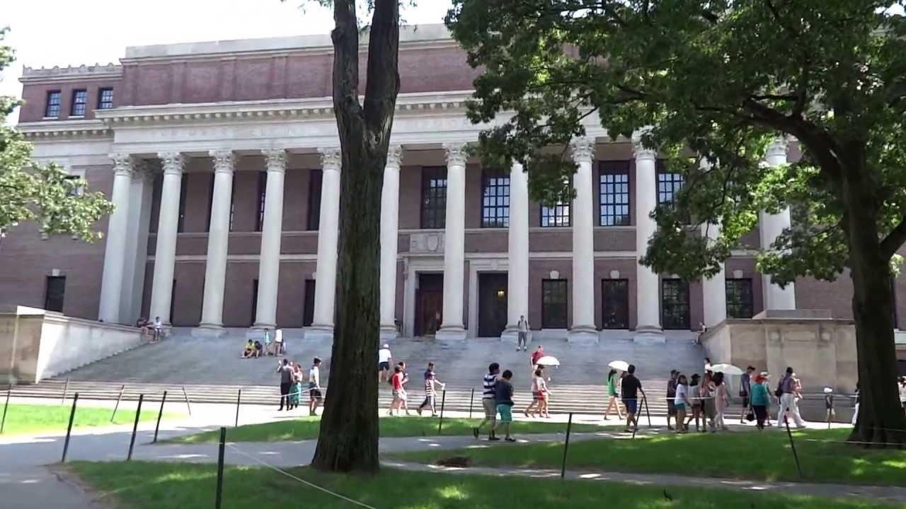 College Tour In Harvard