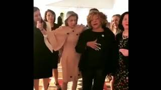 """Cármen Lúcia e Raquel Dogde interpretam """"Não deixe o samba morrer"""" com a cantora Alcione"""
