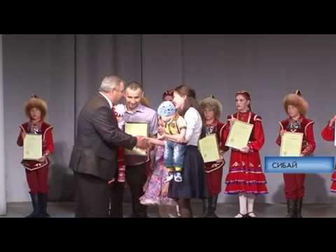 Вручение сертификатов молодым семьям