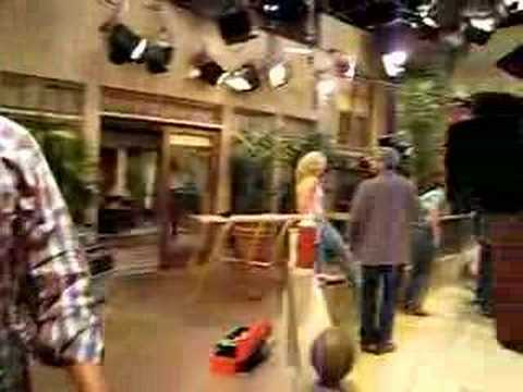 Enrique backstage on the set of Two and a Half Men part 2