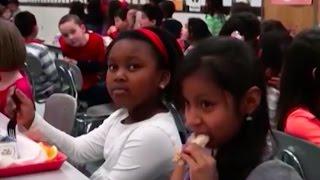 CША возвращаются к вредным и дешевым школьным обедам