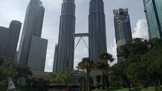 Куала-Лумпур что посмотреть? Парк возле башен Петронас KLCC(Что посмотреть в Куала-Лумпуре? На мой взгляд самое главное в столице Малайзии - это парк рядом с башнями..., 2017-02-13T16:36:34.000Z)