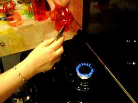 3 come realizzare una rosa con una bottiglia di plastica for Sfere con bicchieri di plastica