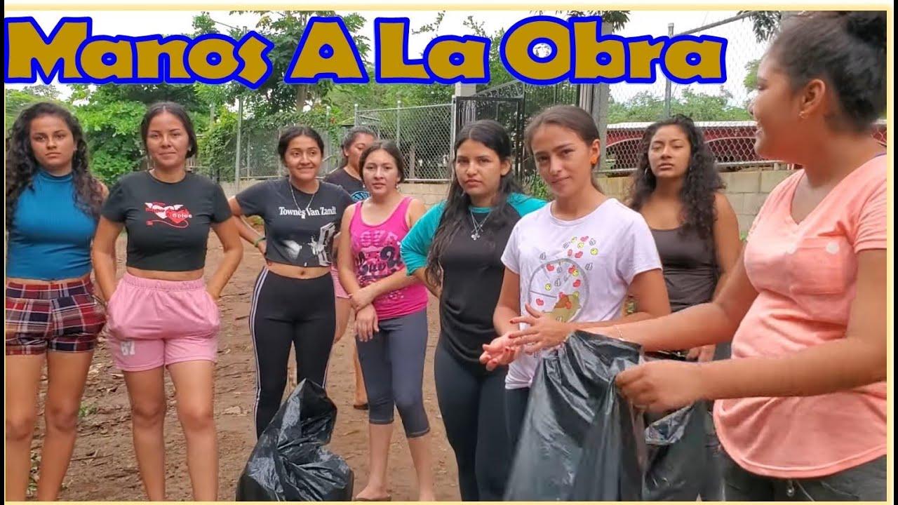 -Las Chicas Se Preaparan Para Recorrer Toda La Calle Y Dejar Libre De Basuras-